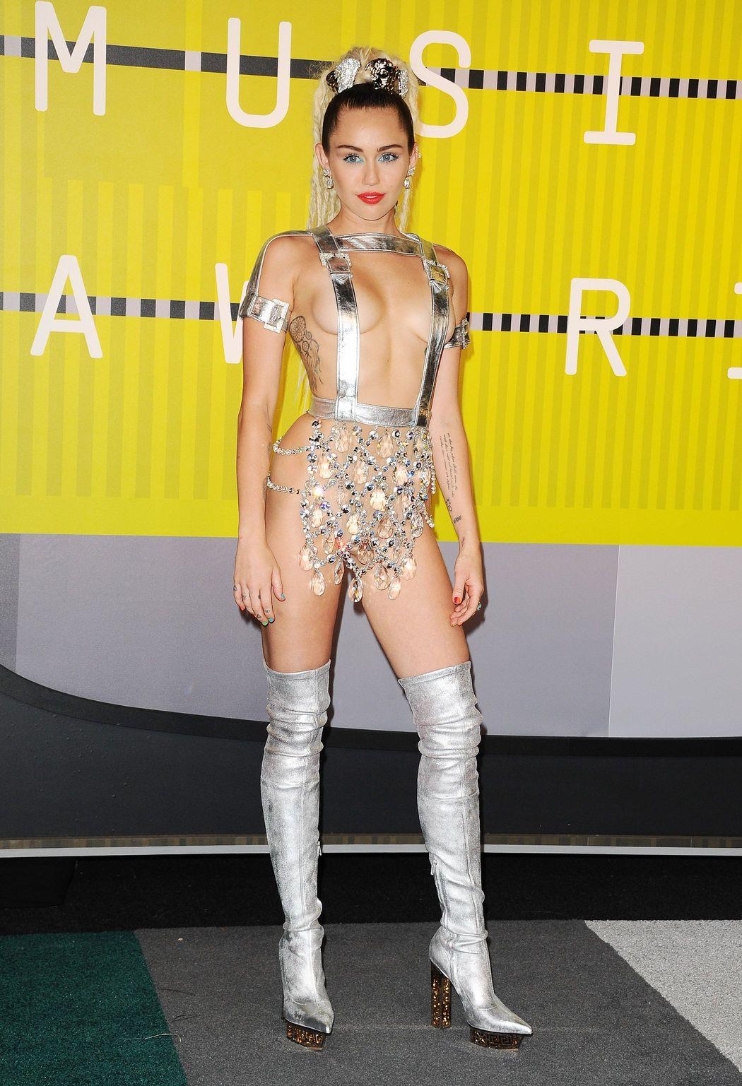 Miley-Cyrus-Sexy-311