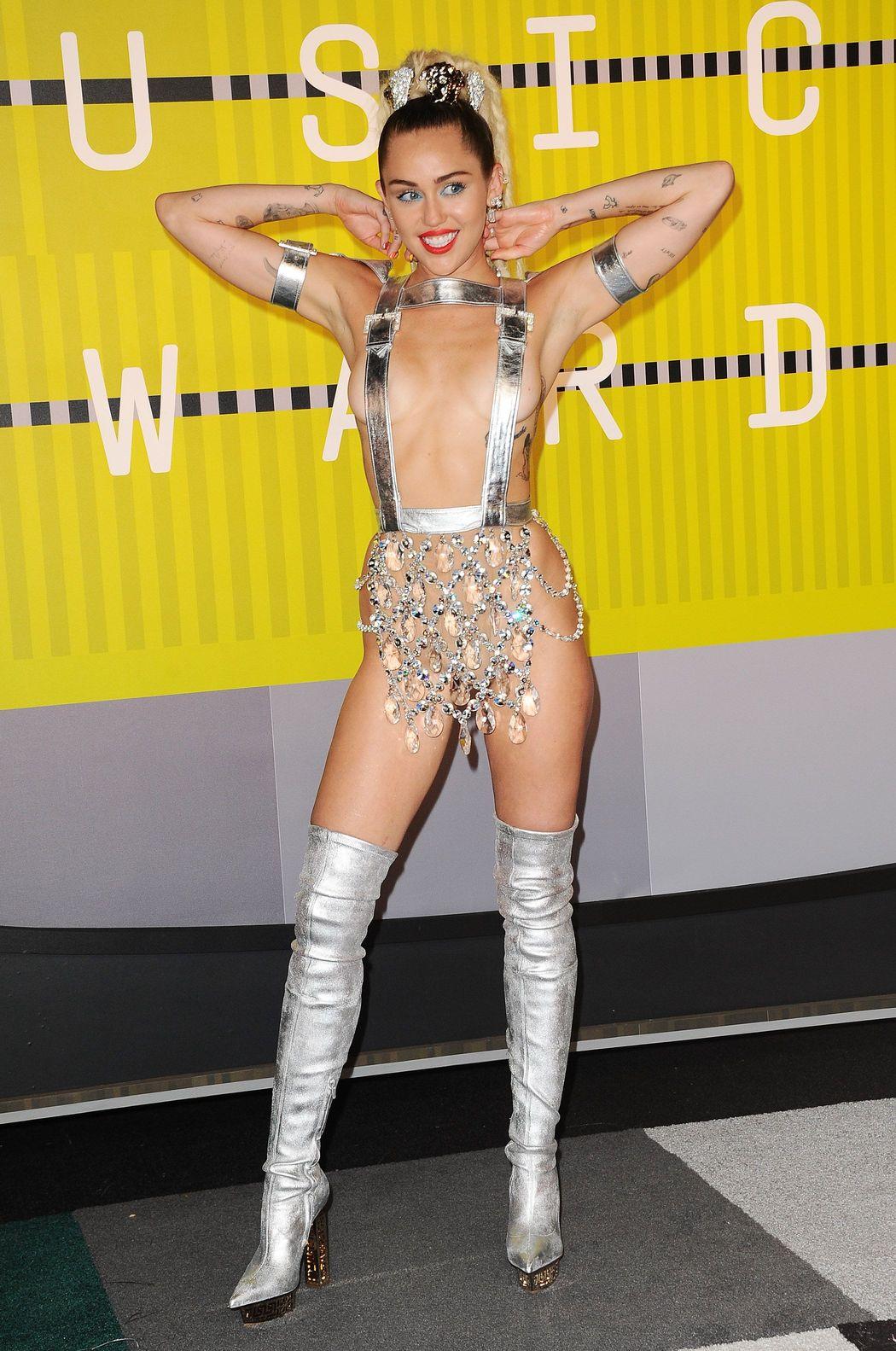 Miley-Cyrus-Sexy-341