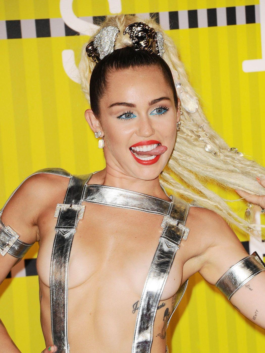 Miley-Cyrus-Sexy-38
