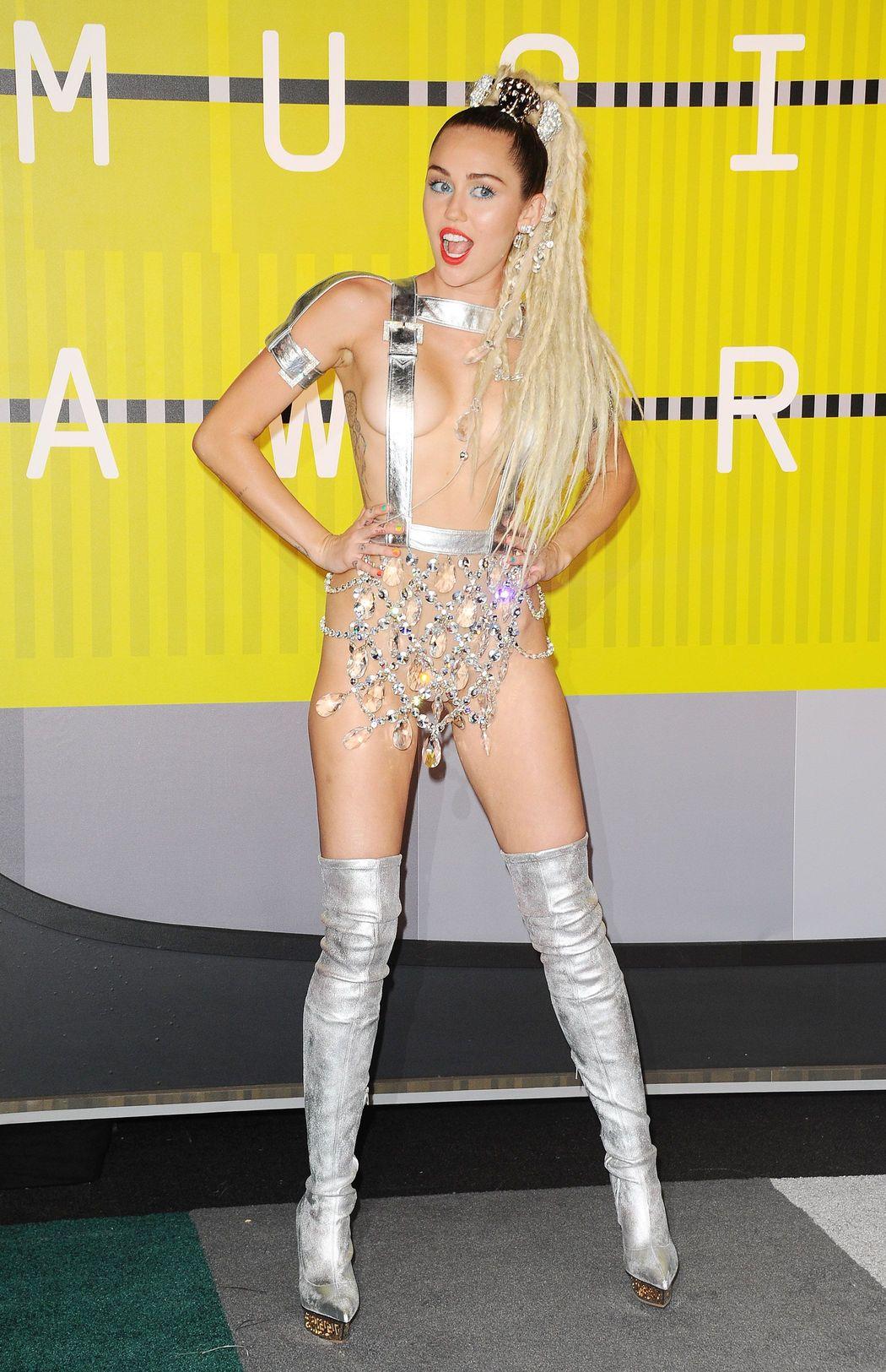 Miley-Cyrus-Sexy-40