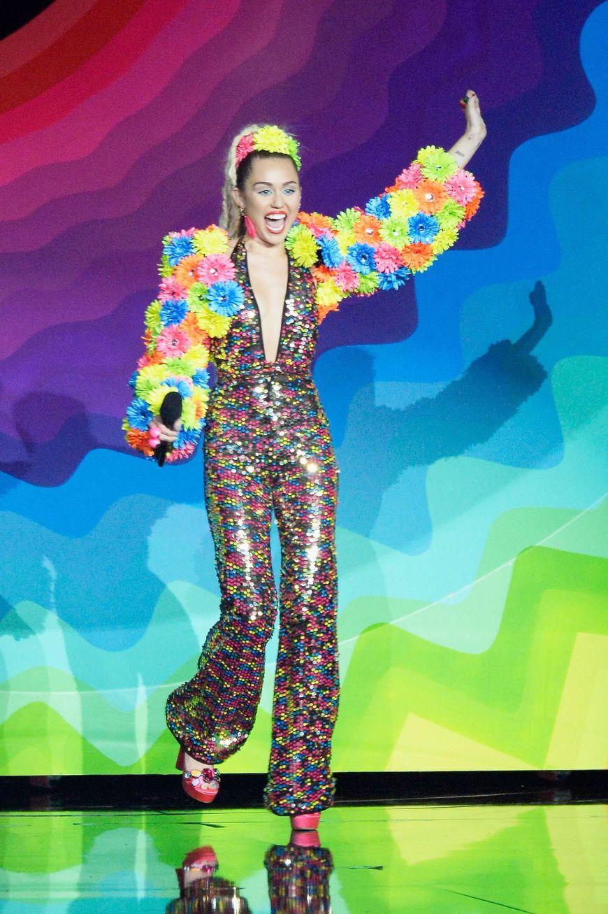 Miley-Cyrus-Sexy-43