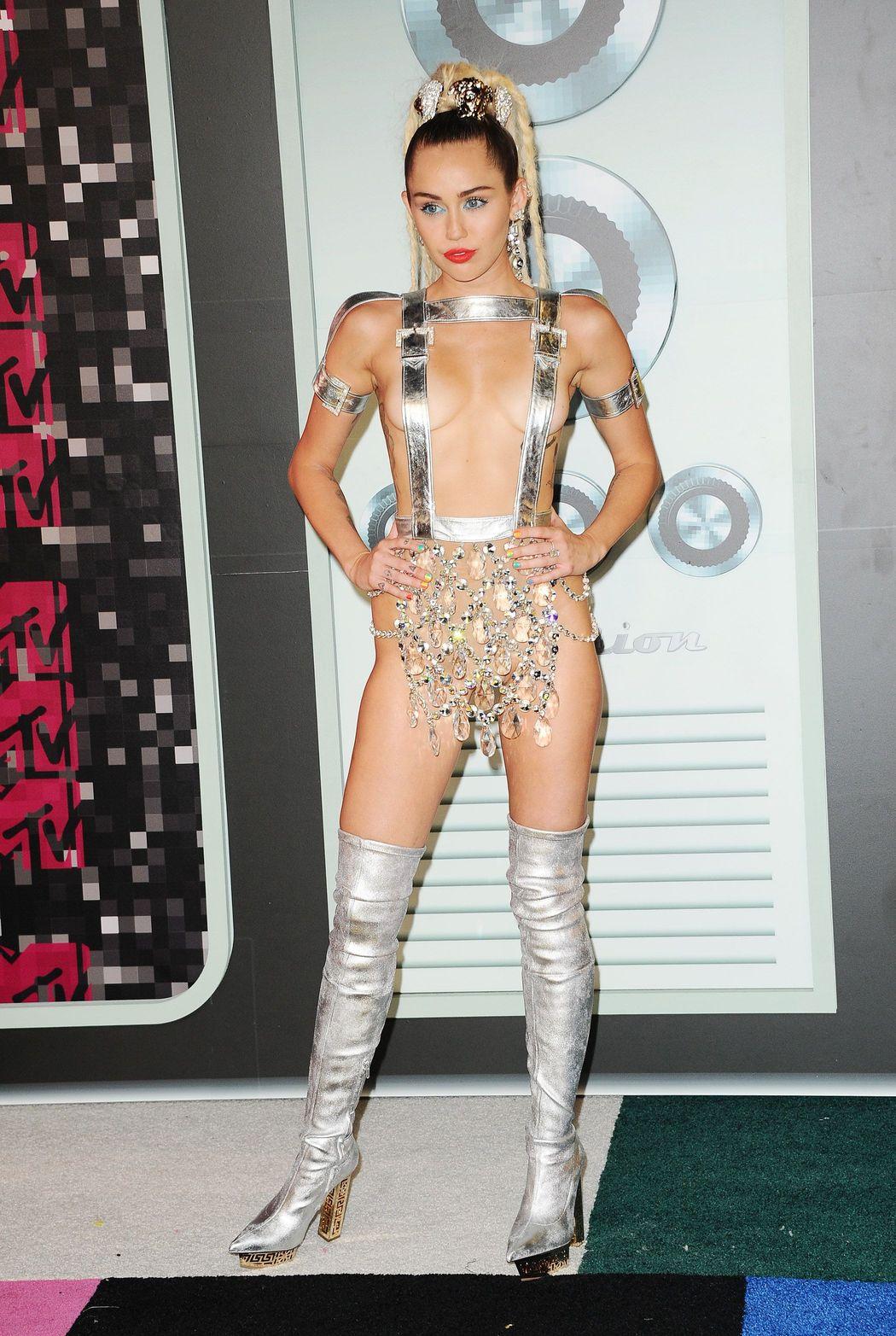 Miley-Cyrus-Sexy-44