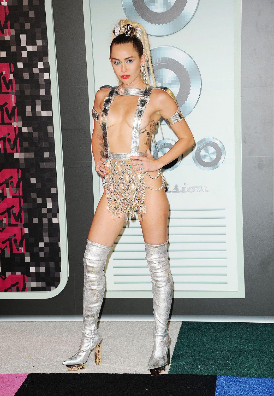 Miley-Cyrus-Sexy-46