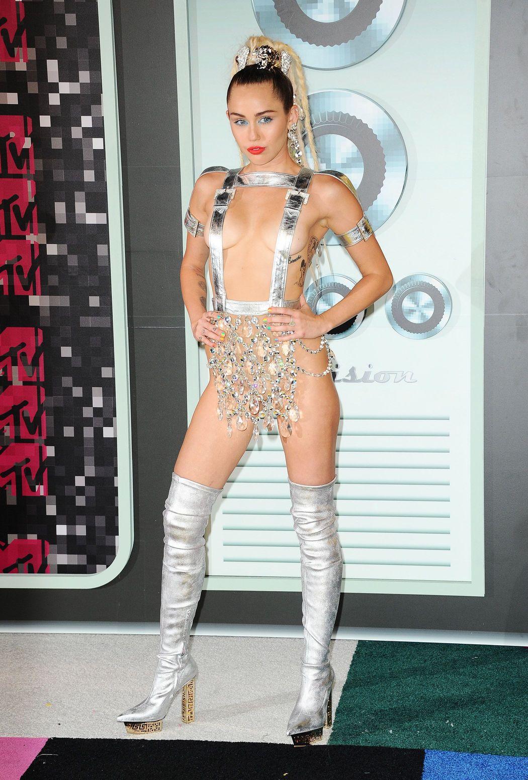 Miley-Cyrus-Sexy-47