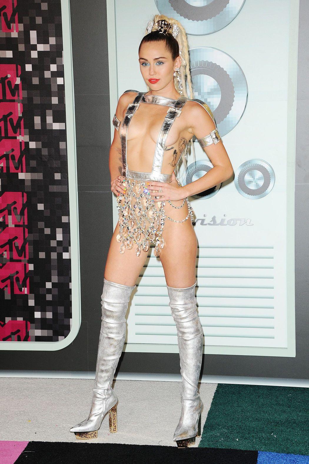 Miley-Cyrus-Sexy-49
