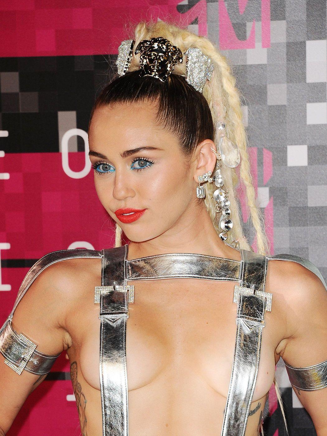 Miley-Cyrus-Sexy-511