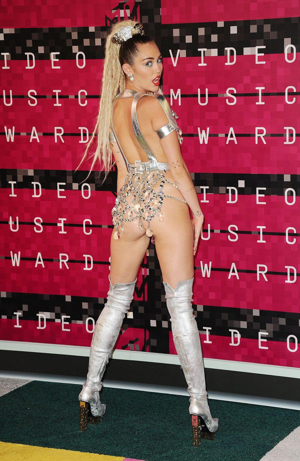 Miley-Cyrus-Sexy-521
