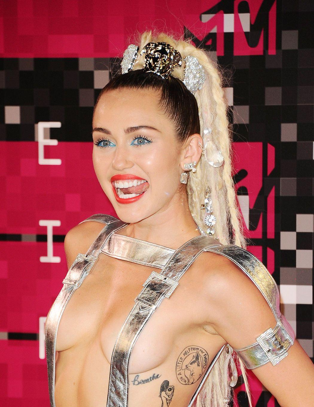 Miley-Cyrus-Sexy-54