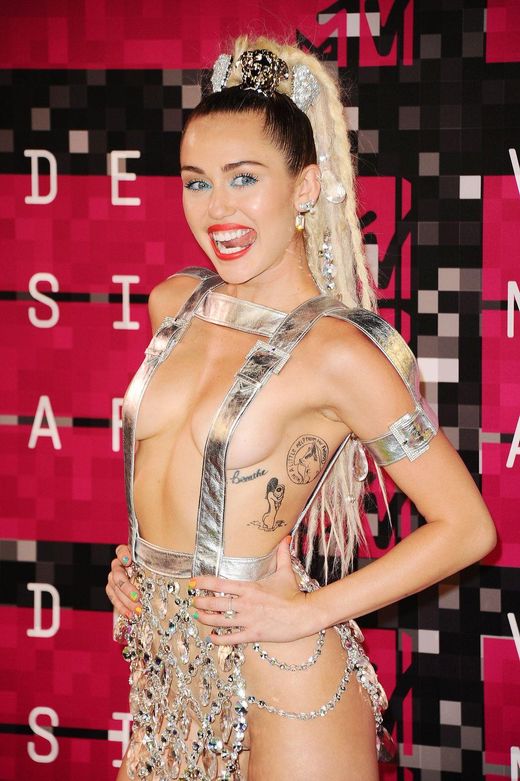 Miley-Cyrus-Sexy-55