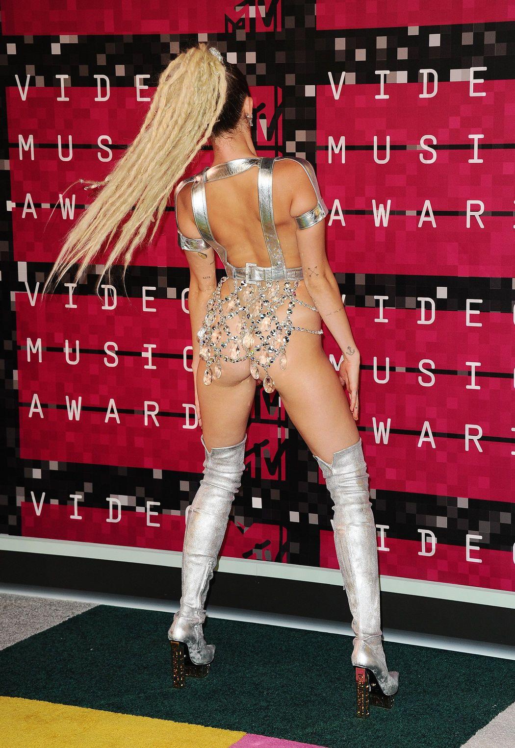 Miley-Cyrus-Sexy-57