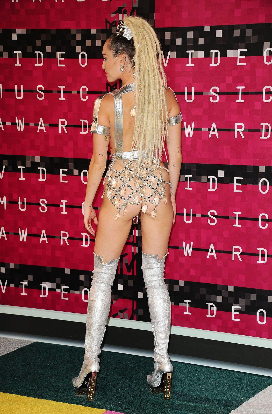 Miley-Cyrus-Sexy-58