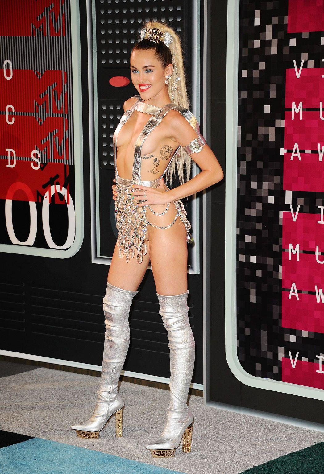 Miley-Cyrus-Sexy-60