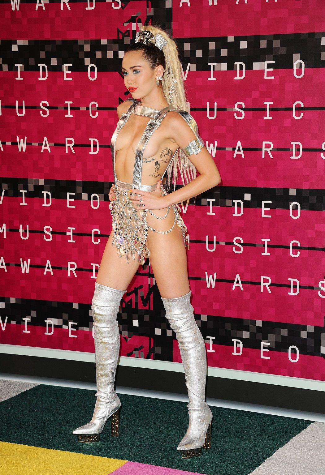 Miley-Cyrus-Sexy-611
