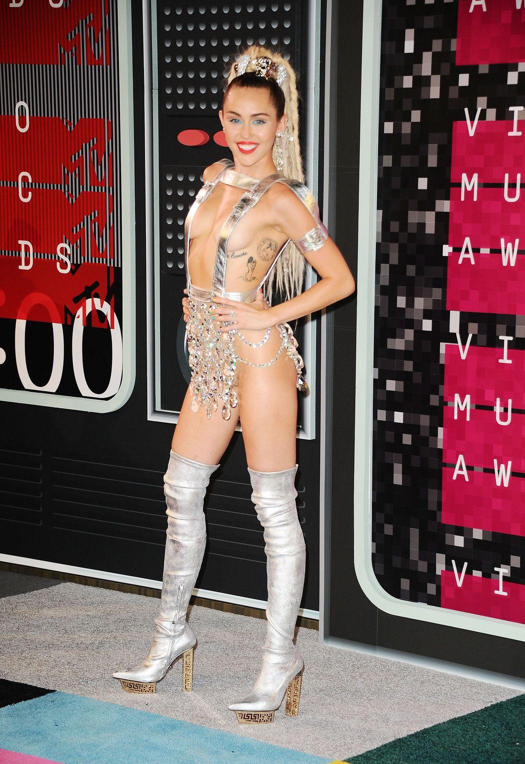 Miley-Cyrus-Sexy-62