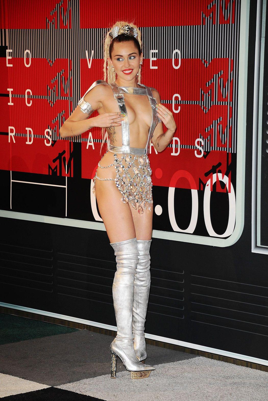 Miley-Cyrus-Sexy-66