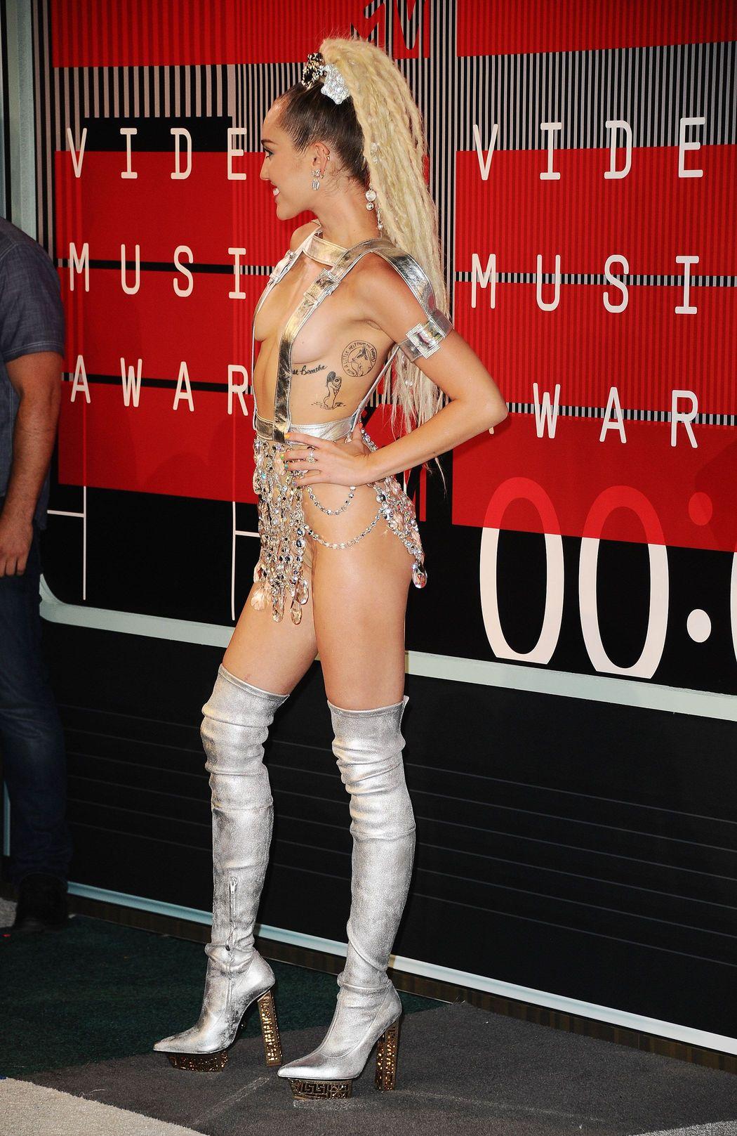 Miley-Cyrus-Sexy-68