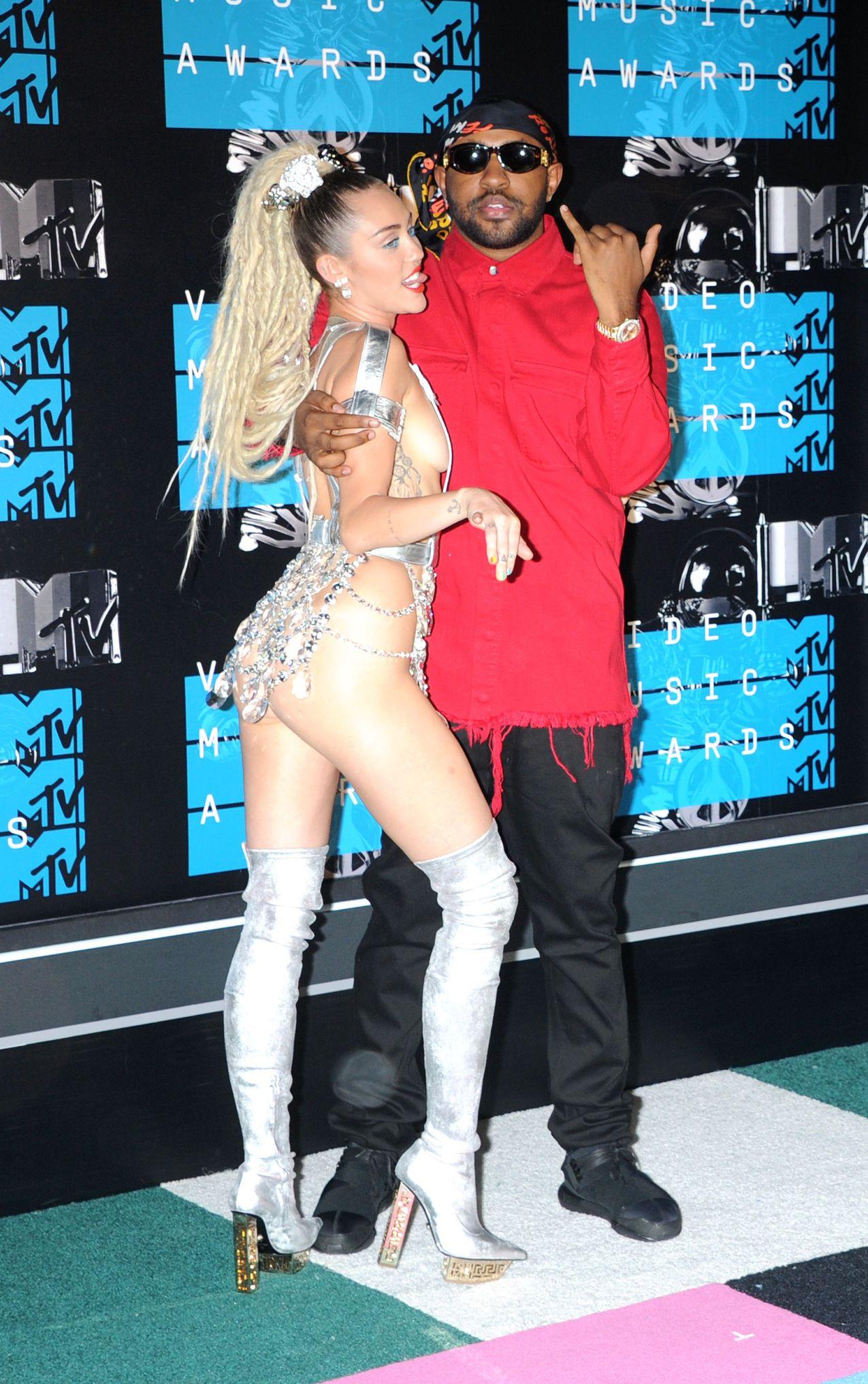 Miley-Cyrus-Sexy-70