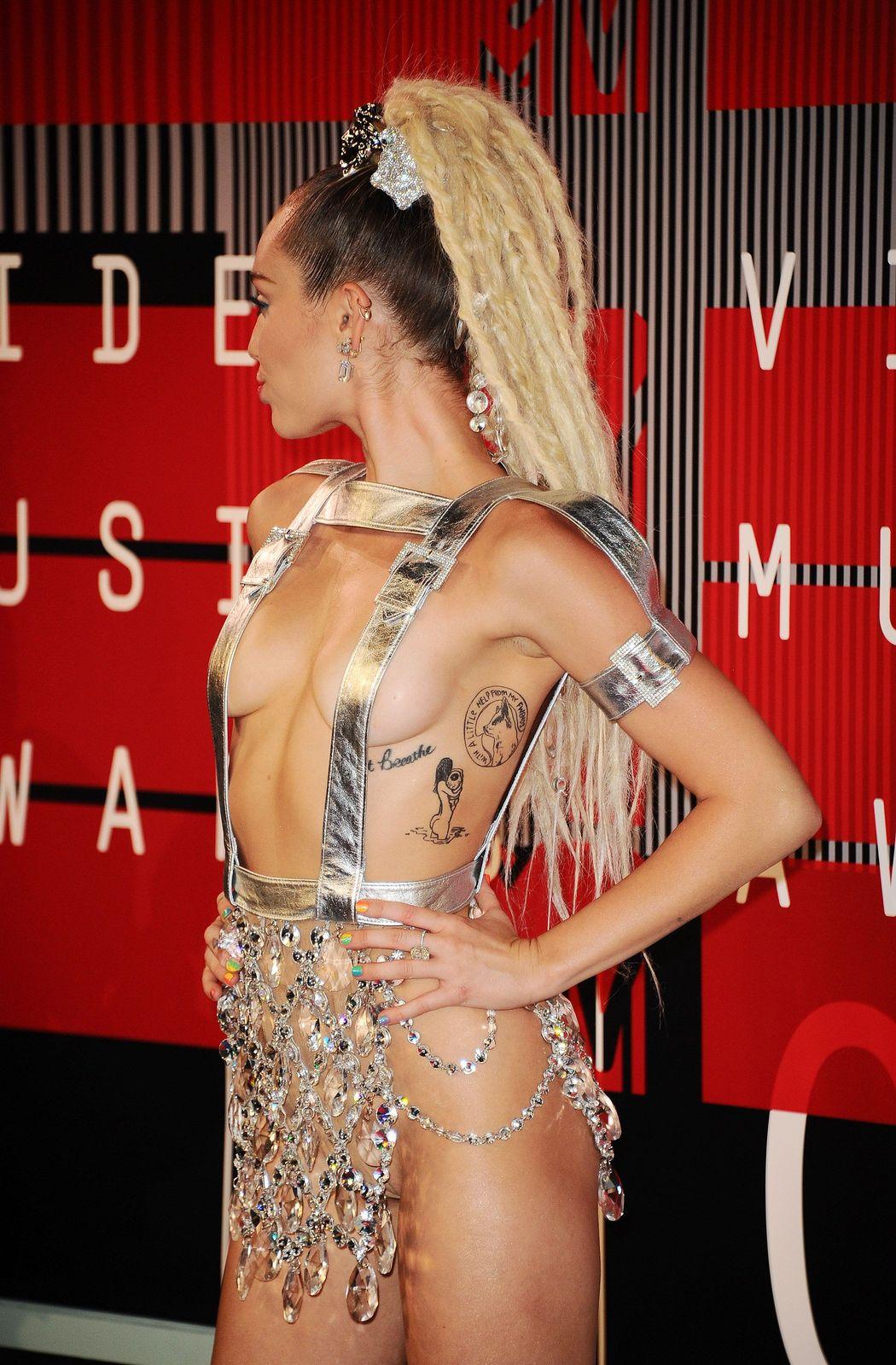 Miley-Cyrus-Sexy-71