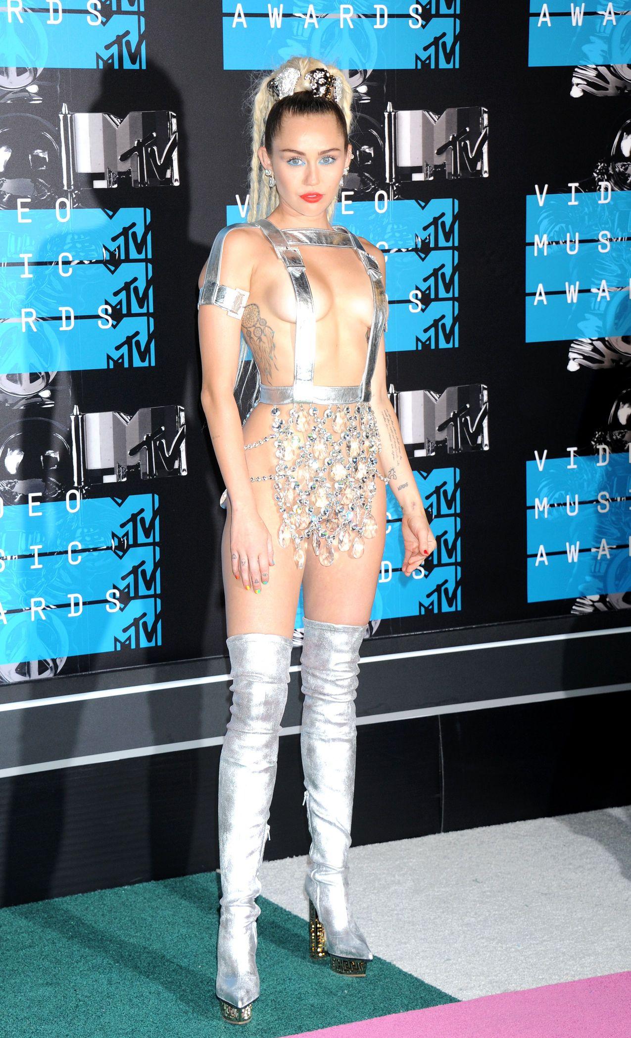 Miley-Cyrus-Sexy-72