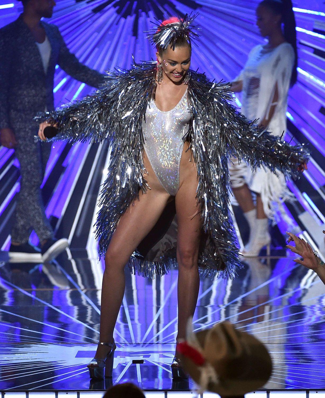 Miley-Cyrus-Sexy-8