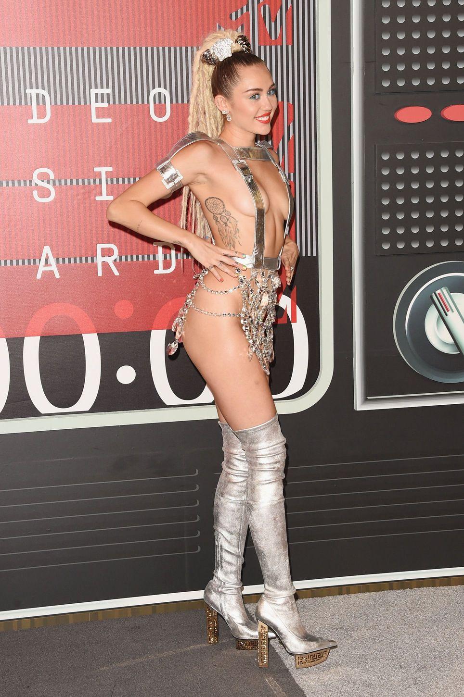 Miley-Cyrus-Sexy-82