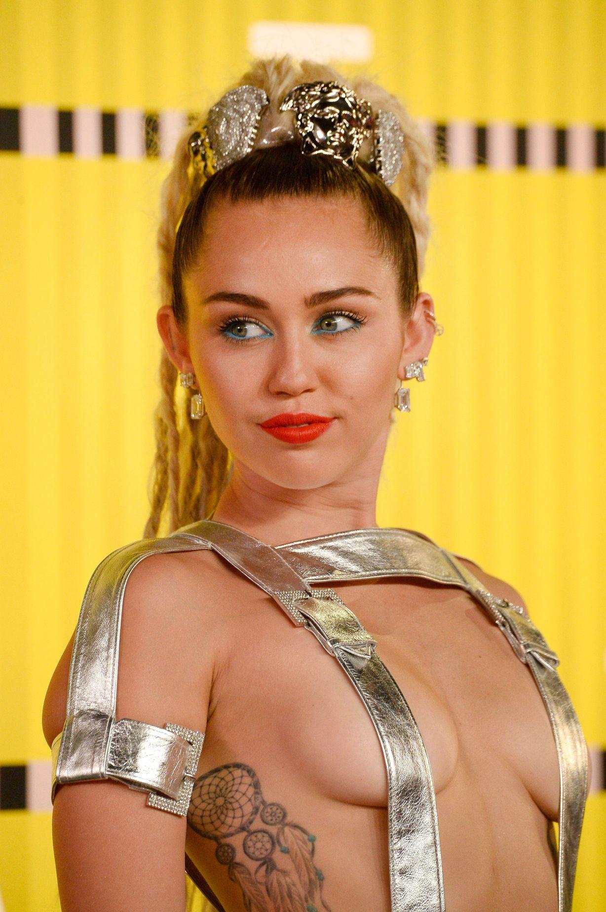Miley-Cyrus-Sexy-85