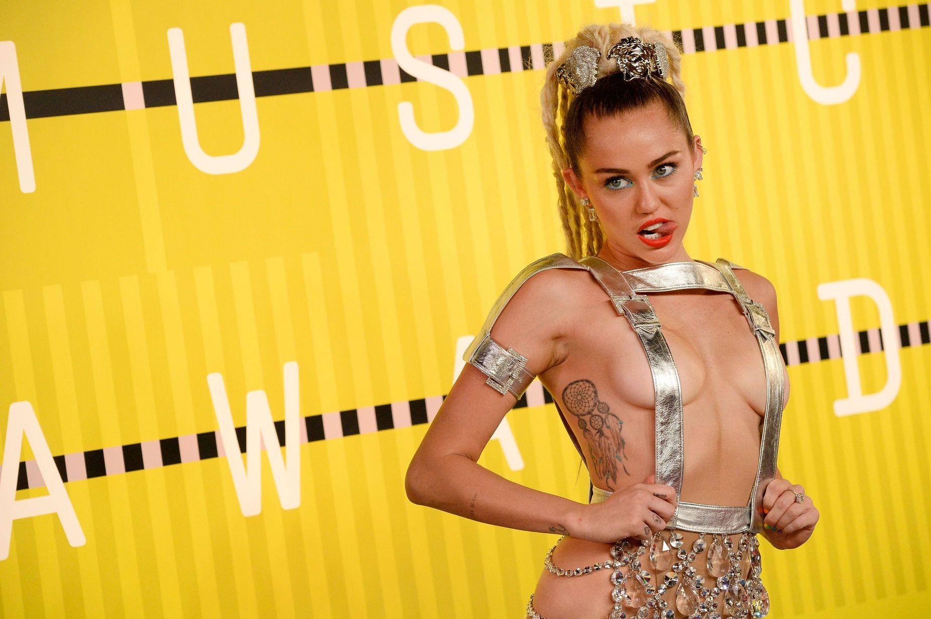 Miley-Cyrus-Sexy-86