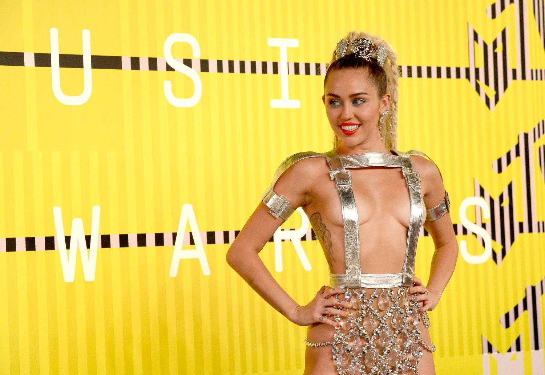 Miley-Cyrus-Sexy-89