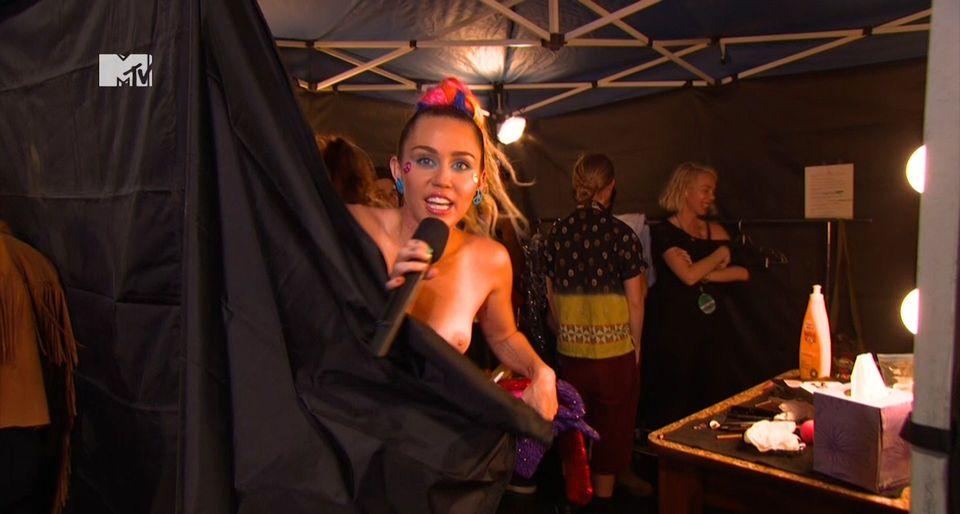 Miley-Cyrus-Sexy-9