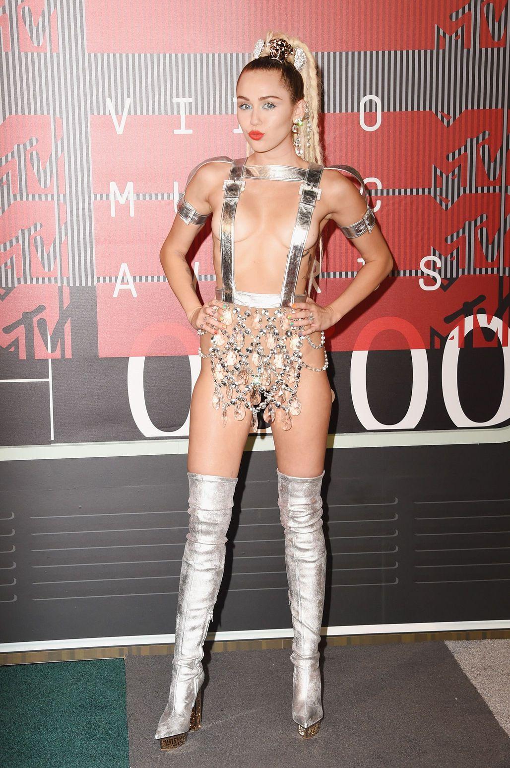Miley-Cyrus-Sexy-90