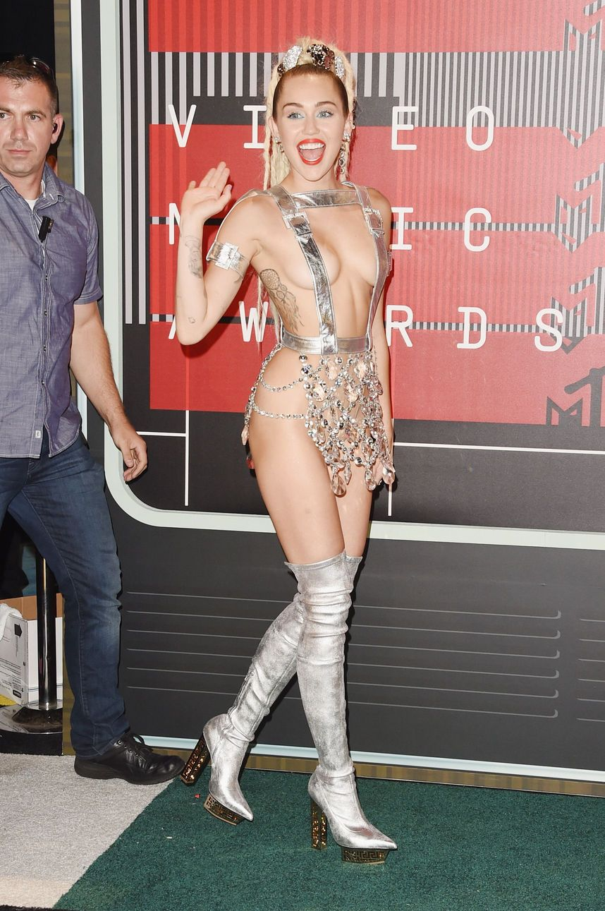 Miley-Cyrus-Sexy-92