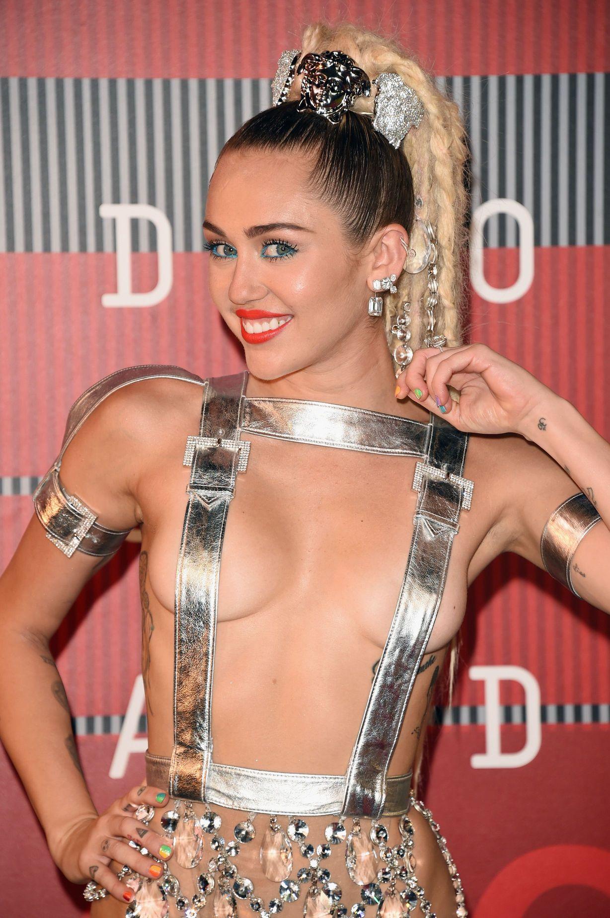 Miley-Cyrus-Sexy-94