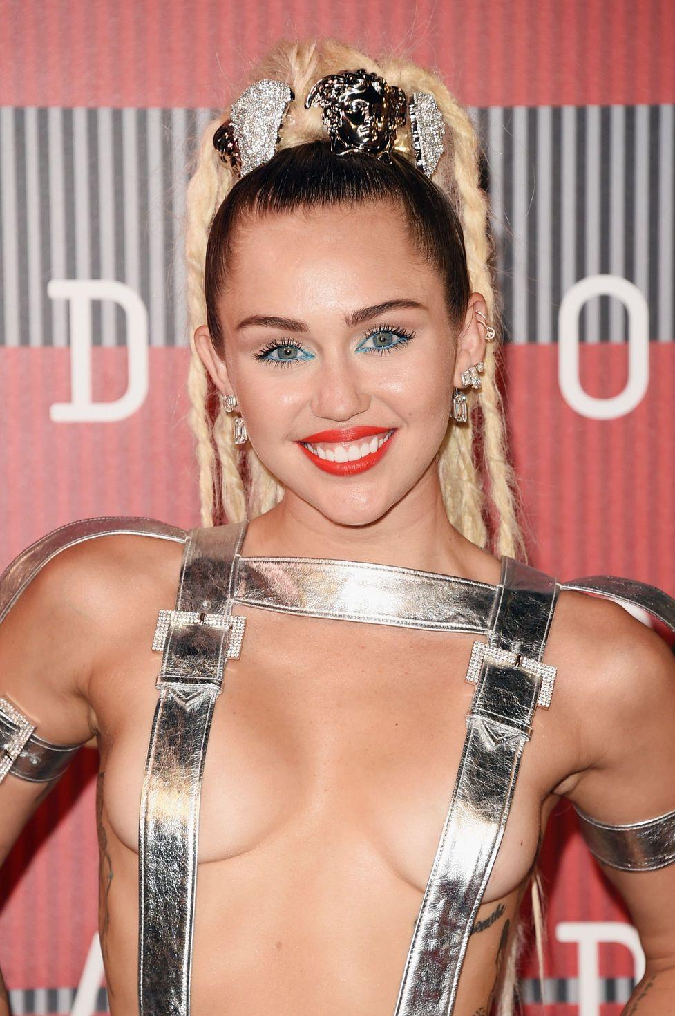 Miley-Cyrus-Sexy-95