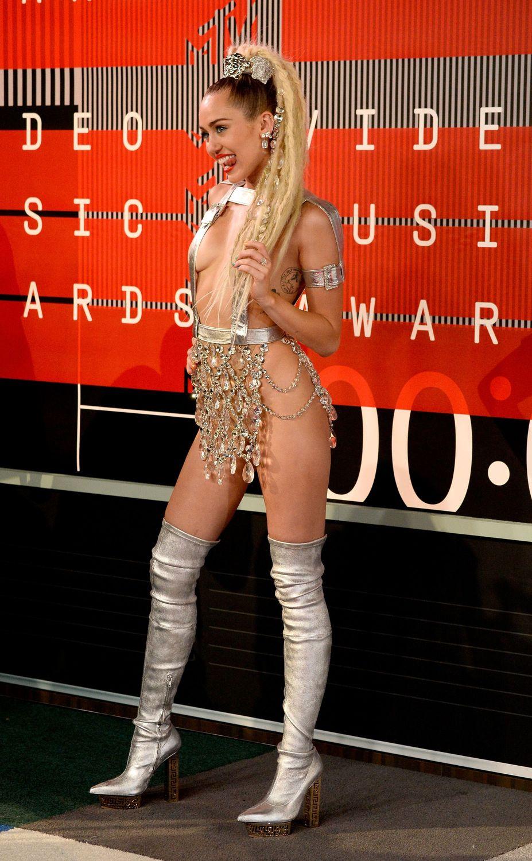 Miley-Cyrus-Sexy-96
