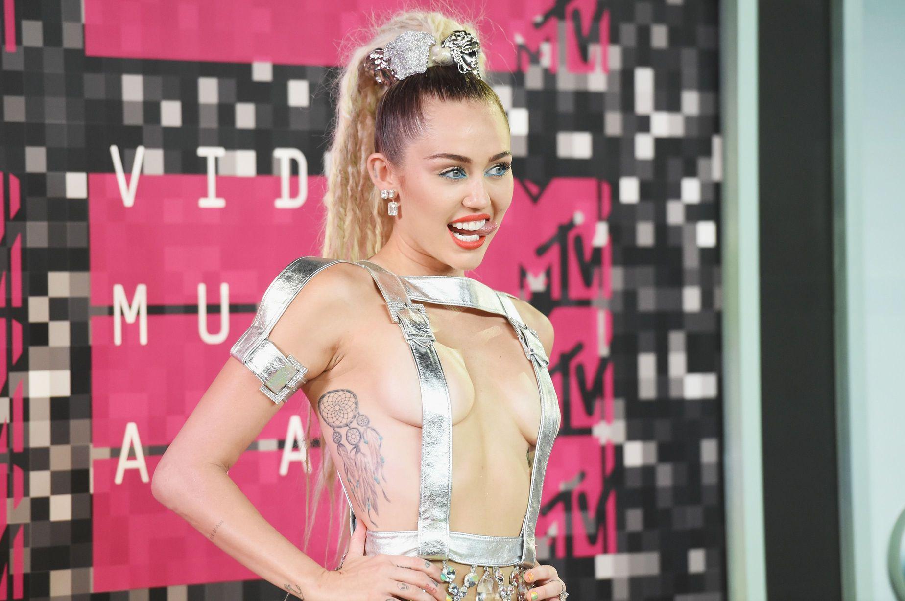 Miley-Cyrus-Sexy-97