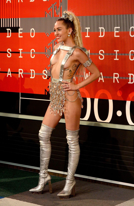 Miley-Cyrus-Sexy-98