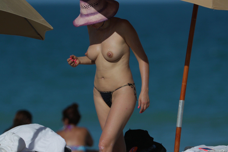 Bleona-Qereti-Topless-2