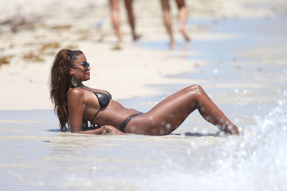 Claudia-Jordan-in-a-Bikini-9