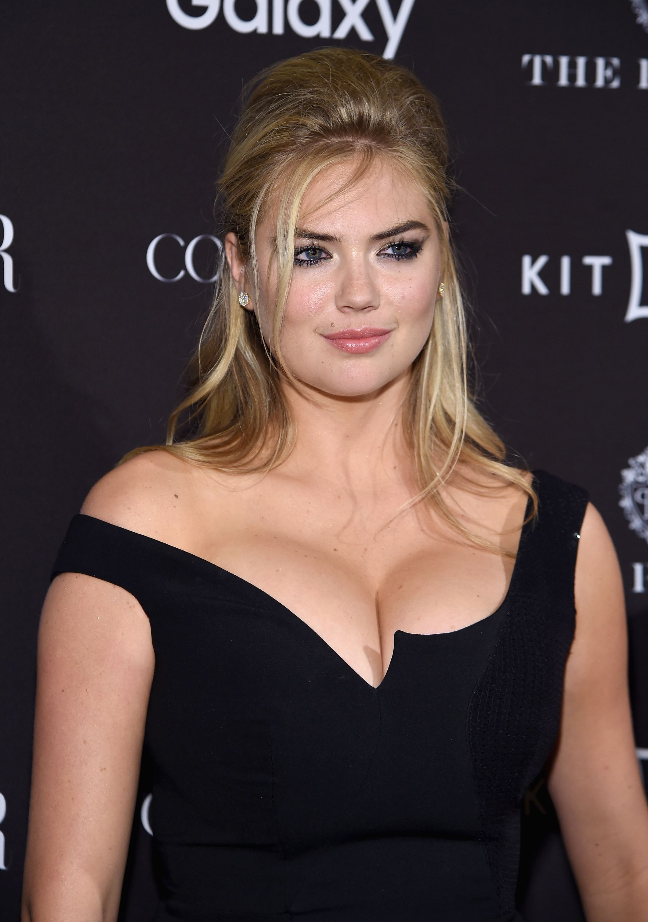 Kate-Upton-Cleavage-47
