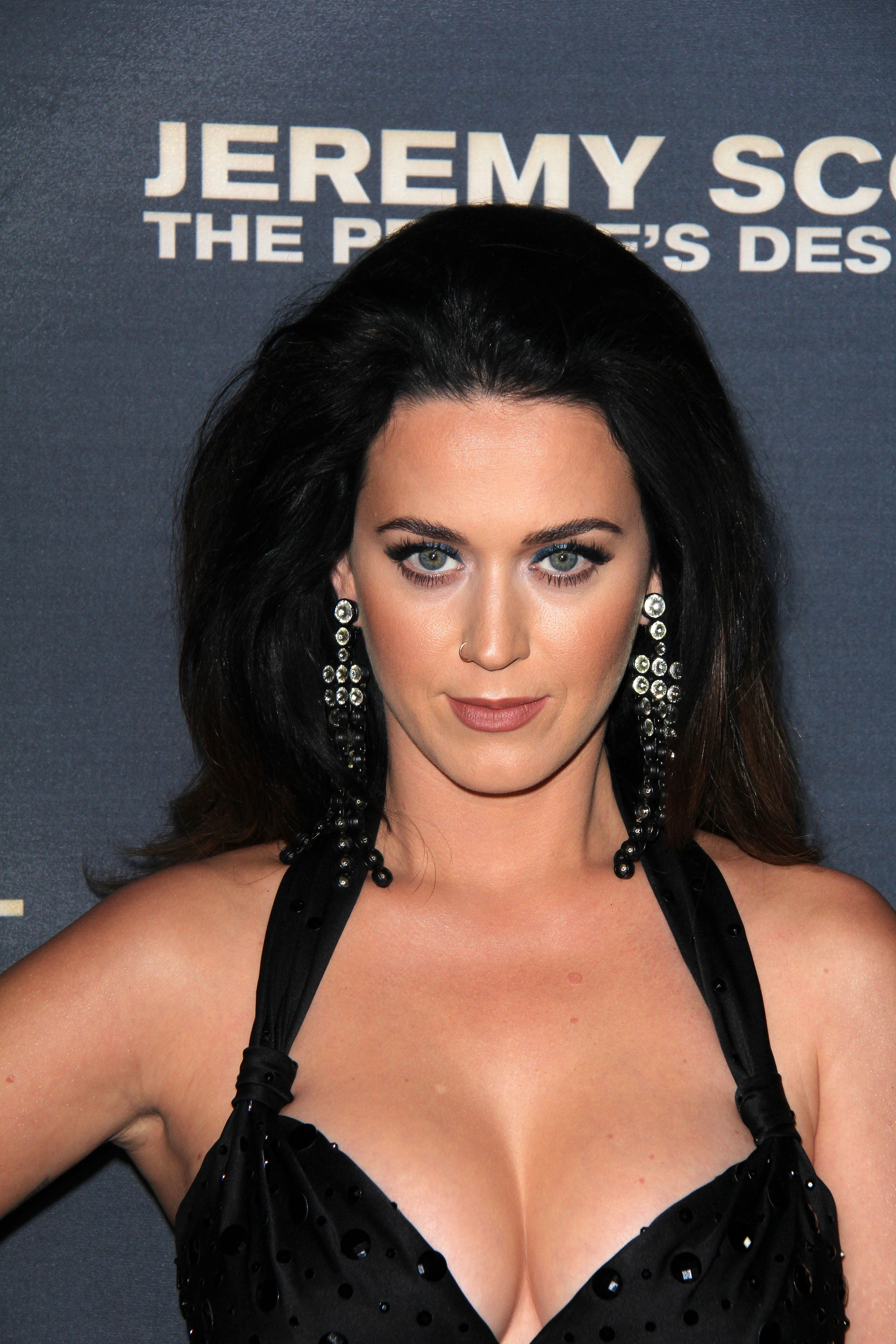 Katy-Perry-Cleavage-104