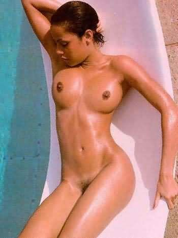 Angelina-Jolie-Naked-01