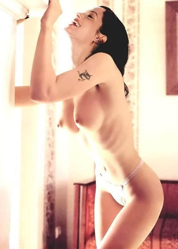 Angelina-Jolie-Naked-42