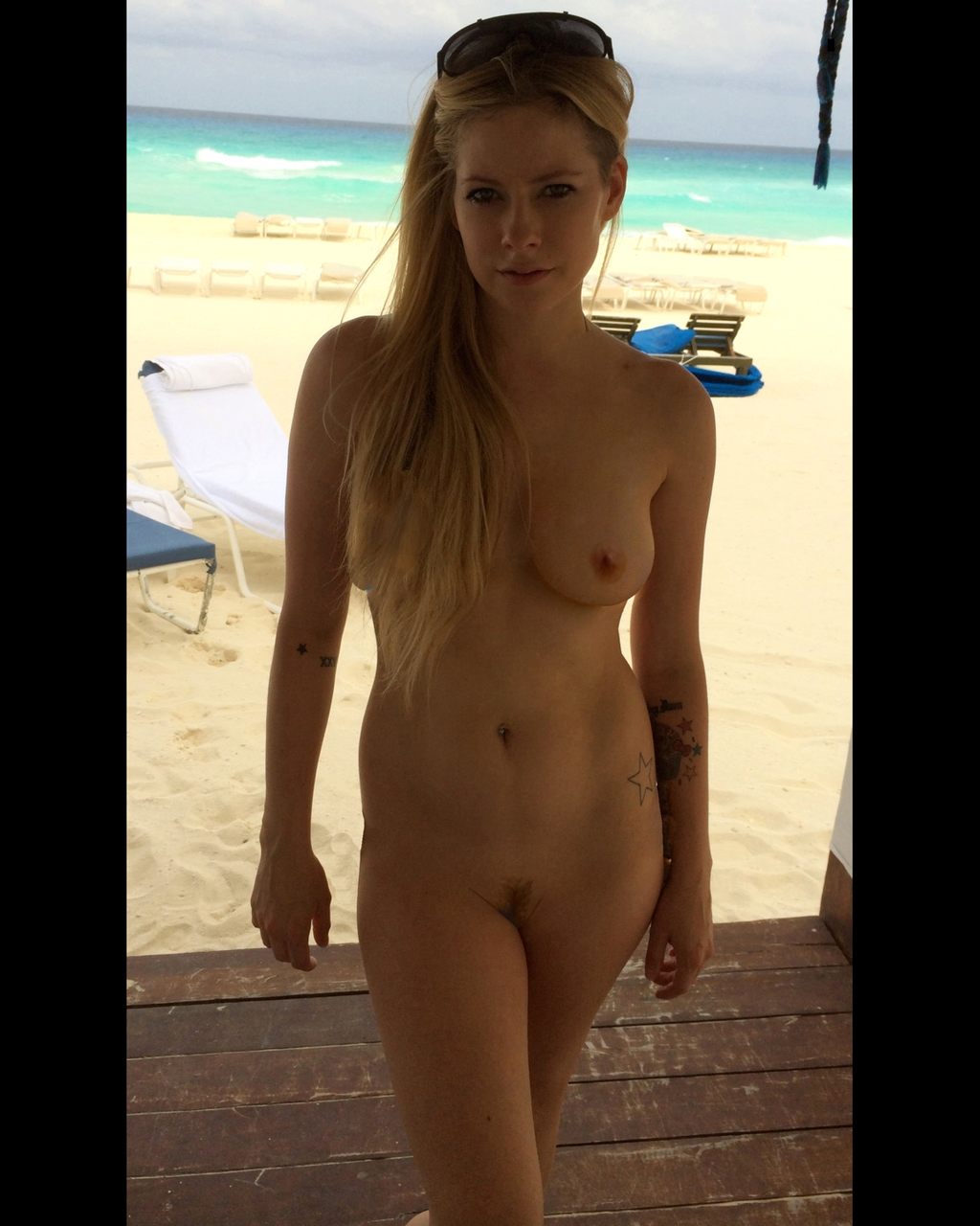 Avril Lavigne fully nude edits (4)