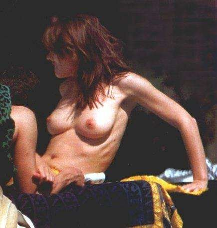 Elizabeth-Hurley-Naked-03