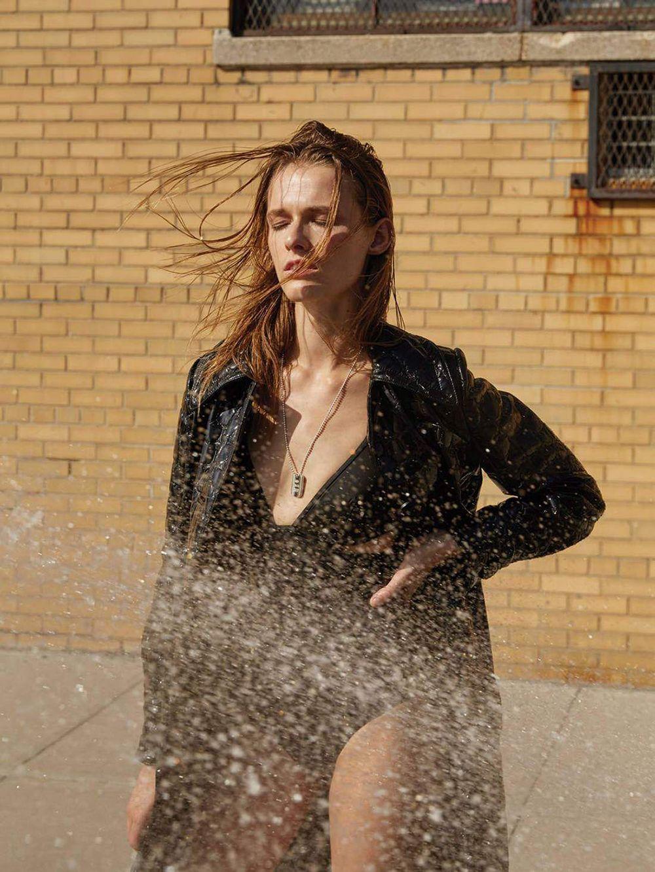 Georgia-Hilmer-Emma-Oak-Sexy-Topless-7