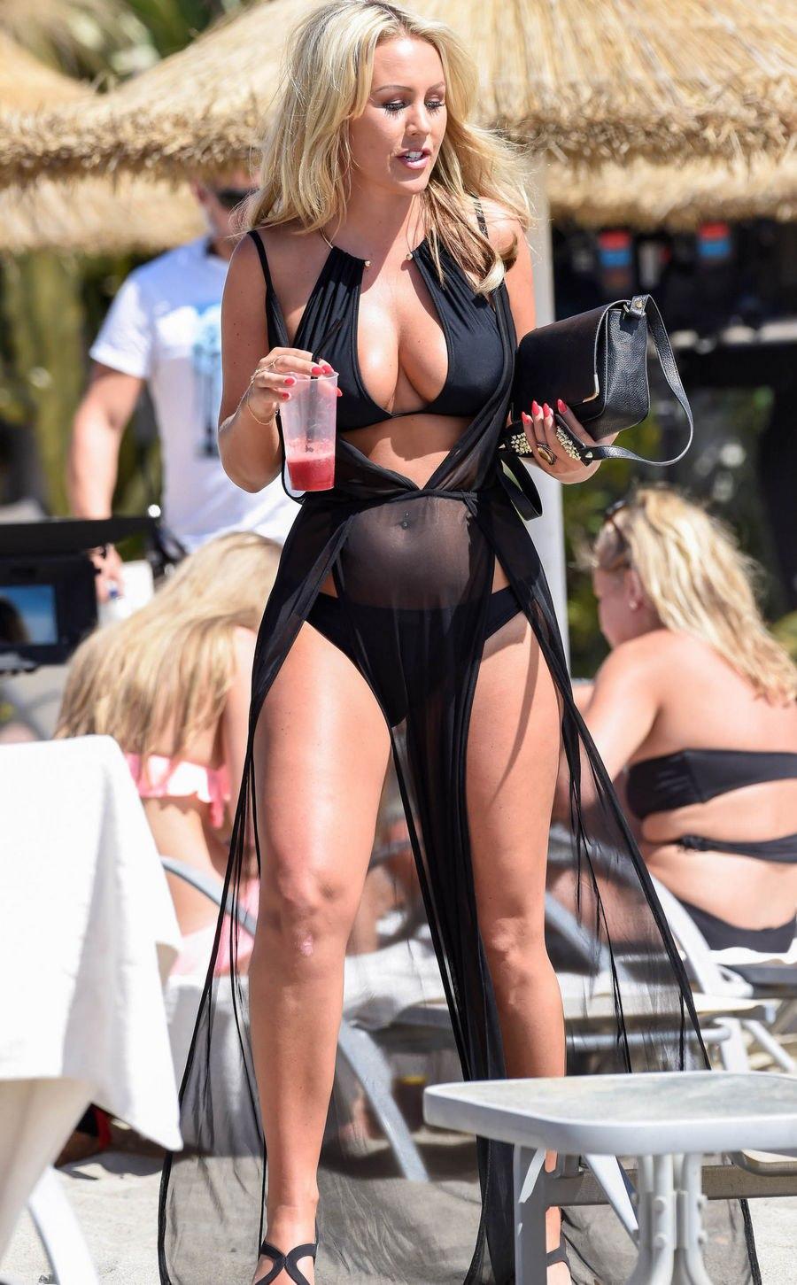 Kate-Wright-in-a-Bikini-8