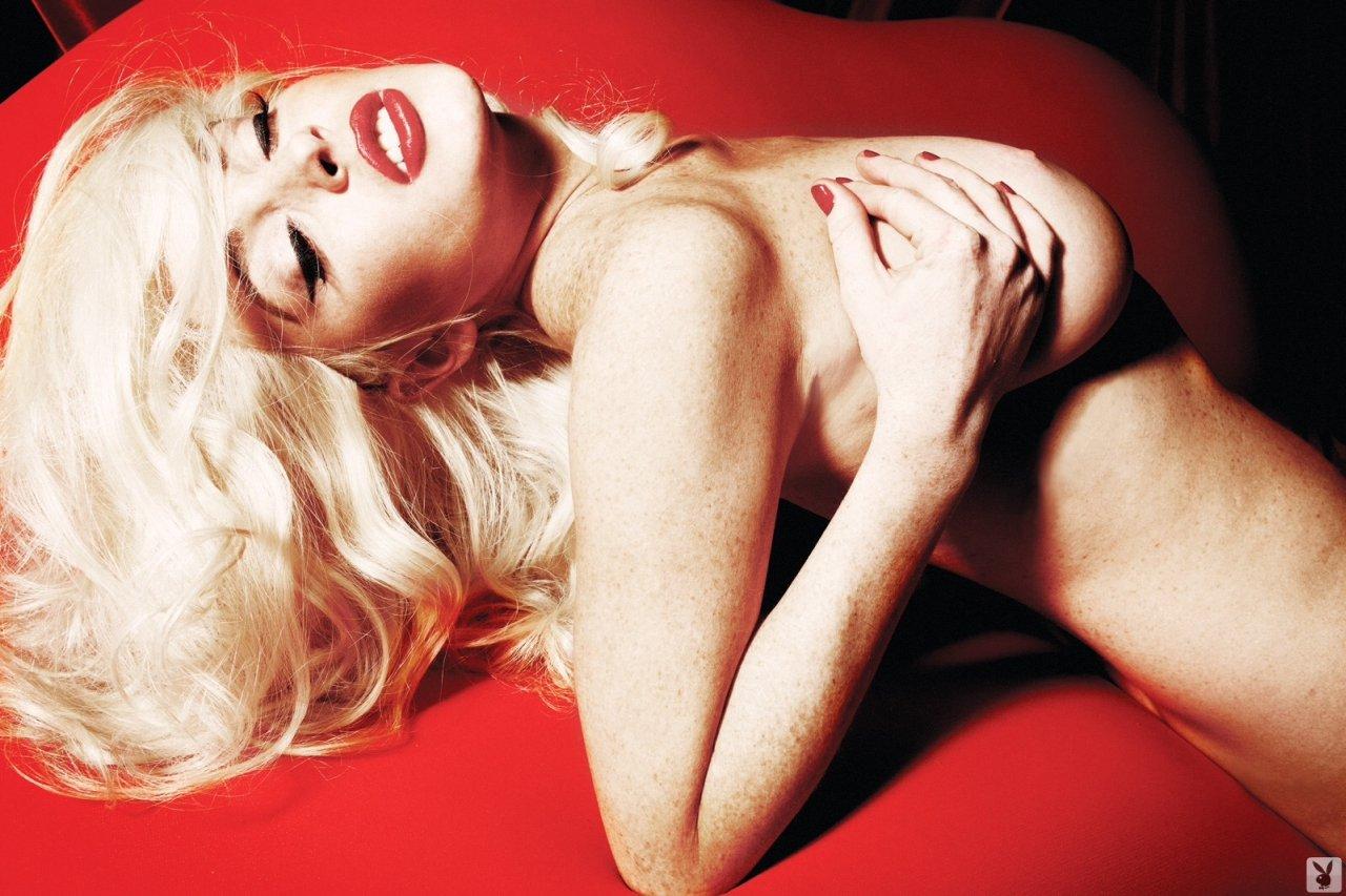 Lindsay-Lohan-Naked-05
