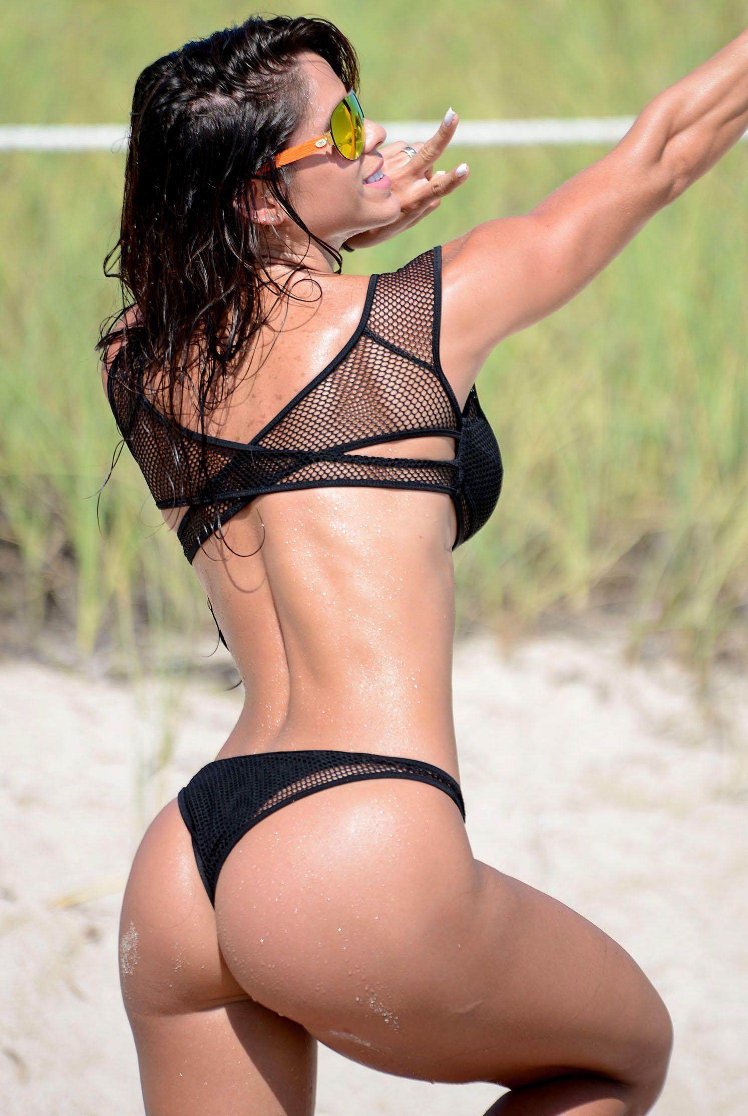 Michelle-Lewin-Bikini-9