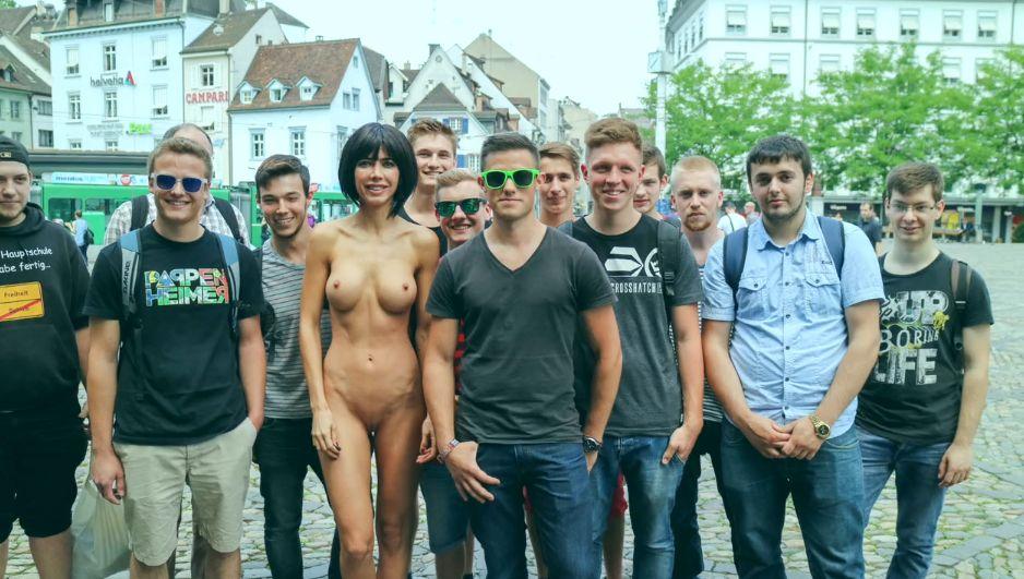 Milo-Moire-Naked-9