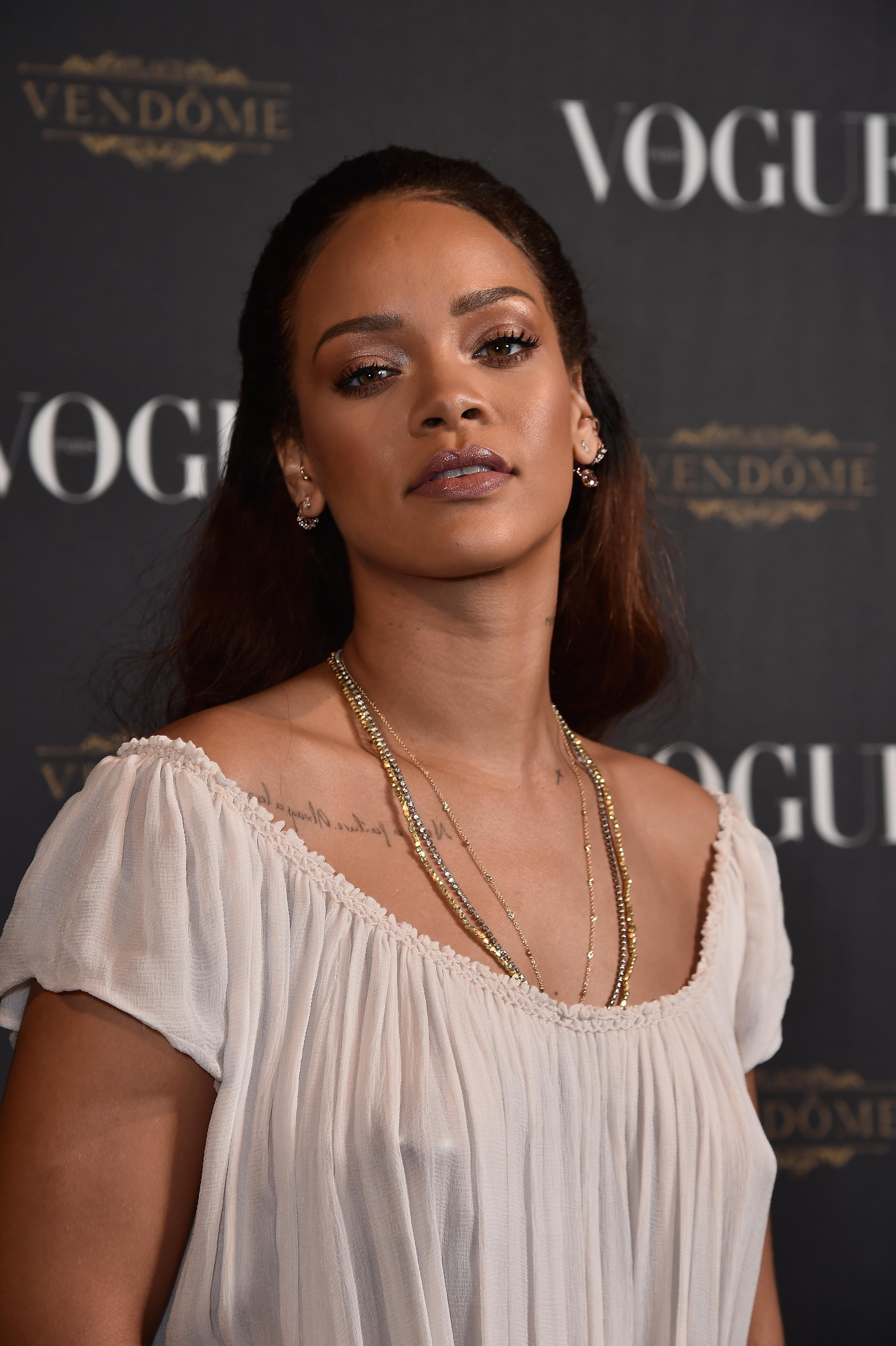 Rihanna See-Through paparazzi photos | The Fappening - News